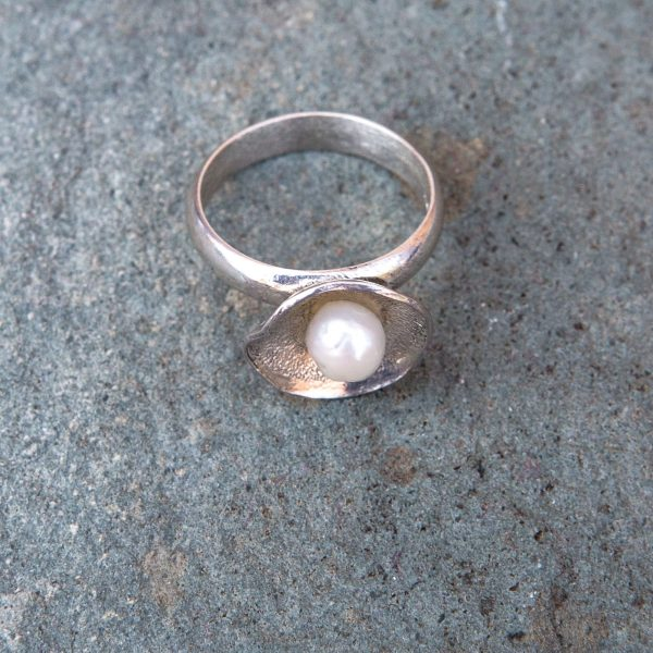 silver-pearl-ring-2